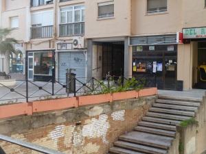 Locales comerciales de la calle Zurbarán dan muestra de la situación. / Marco Beato